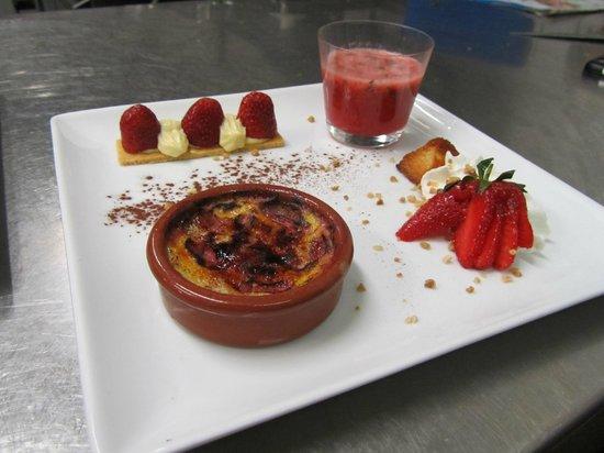 Hôtel Restaurant La Ferme : Farandole de desserts à la fraise