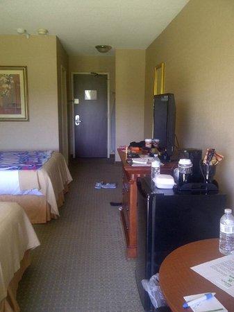 Holiday Inn Peterborough: Inside the room.