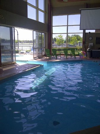 Holiday Inn Peterborough : Indoor/Outdoor pool was awesome!