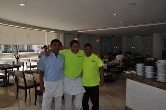 Playacar Palace: Breakfast crew