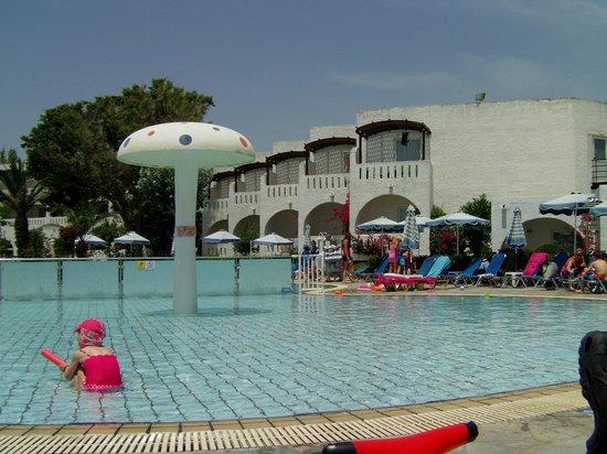 Sun Palace Hotel: Sun Palace - kids pool