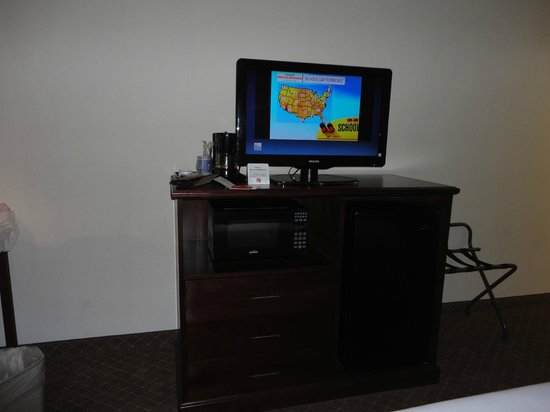 Holiday Inn Express & Suites Fort Payne : tv stand with microwave/refrigerator