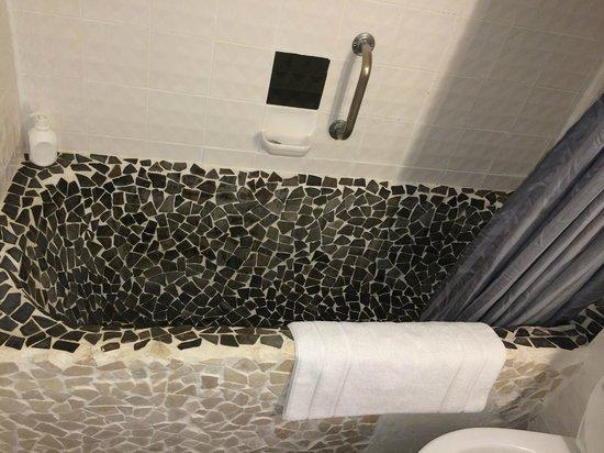 Hotel Falkenturm: Un baño poco agradable para pisar descalzo