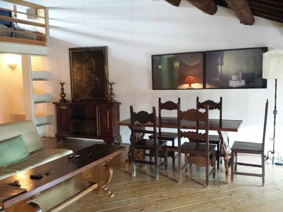 Palazzo Contarini della Porta di Ferro: Salone con quadri