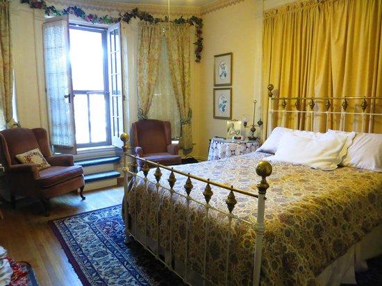 Castle Marne Bed & Breakfast: Van Cise room