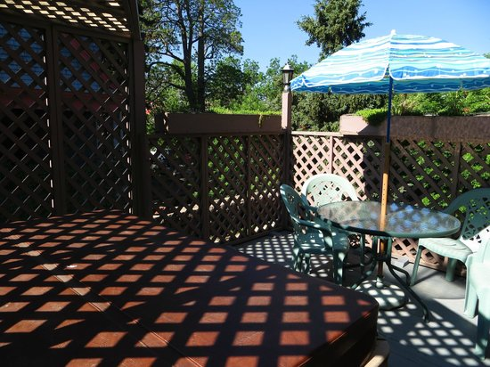 Castle Marne Bed & Breakfast Inn : Private balcony with hot tub