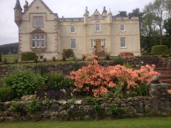 Assynt House: beautiful house