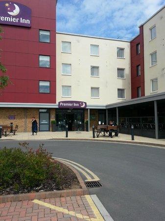 Premier Inn Bristol Cribbs Causeway (M5, J17) Hotel: Hotel entrance!