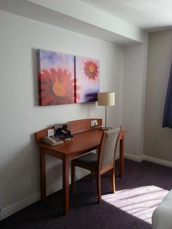 Premier Inn Bristol Cribbs Causeway (M5, J17) Hotel: Room 33