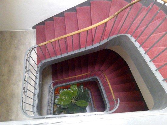 Le Ceretan Hotel : Escalier