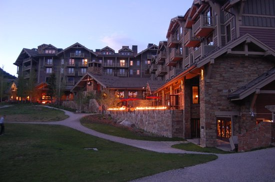 Four Seasons Resort and Residences Jackson Hole : Terraces at back of hotel