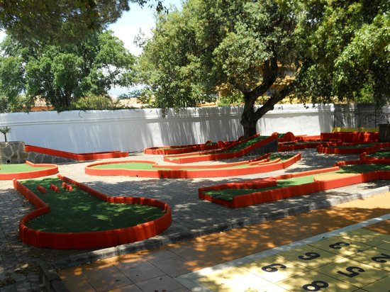 Diverhotel Marbella: Zona de minigolf