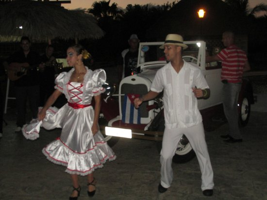 Iberostar Varadero : singing and dancing