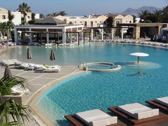 Pelagos Suites Hotel: 1st pool b
