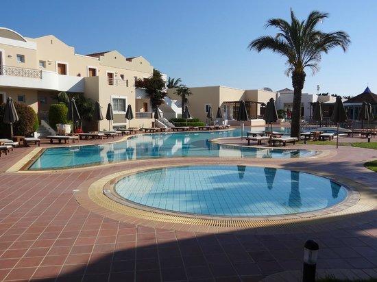 Pelagos Suites Hotel: 2nd pool b