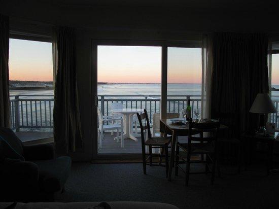 The Beachmere Inn: Deck and Ogunquit Beach outside the room