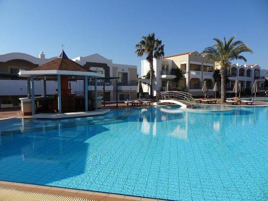 Pelagos Suites Hotel: 2nd pool c