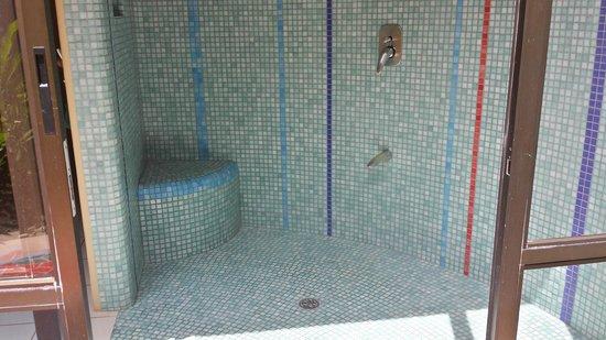 Alma del Pacifico Beach Hotel & Spa: Indoor Shower of Garden Bungalow