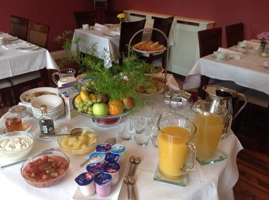 Rosquil House : breakfast table
