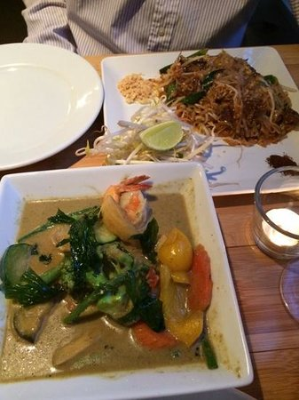 Port of Siam New Town: pad thai et curry vert