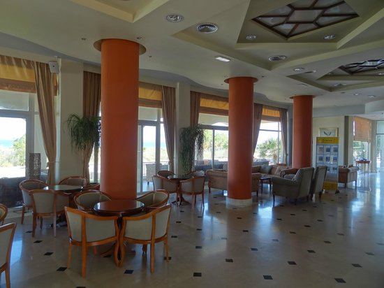 Pelagos Suites Hotel: Reception area seating