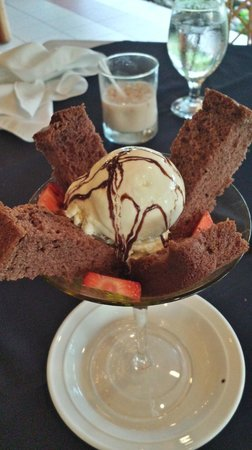 Alma del Pacifico Beach Hotel & Spa: Chocolate Cake and Ice Cream