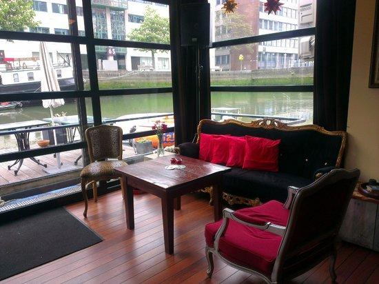 H2OTEL Rotterdam: Зона у бара