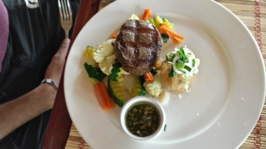 Alma del Pacifico Beach Hotel & Spa: Grilled Steak with Sauteed Vegetables