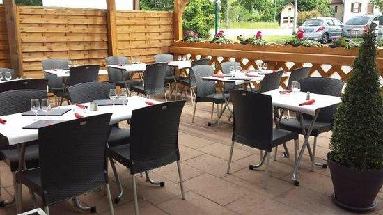 Le Taurillon: Terrasse Parking du Moulin