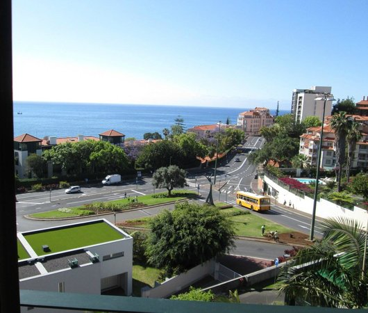 Enotel Quinta do Sol: The noisy (at night) road
