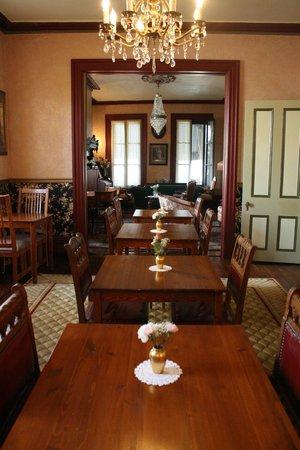 Mooring B&B: dining room