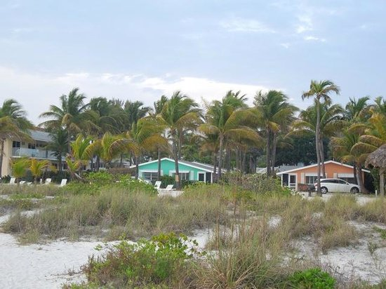 Waterside Inn on the Beach: View of Lime and Mango cottages from beach