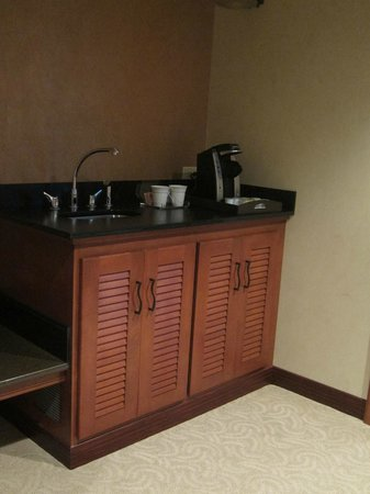 Seneca Allegany Resort & Casino : wet bar area