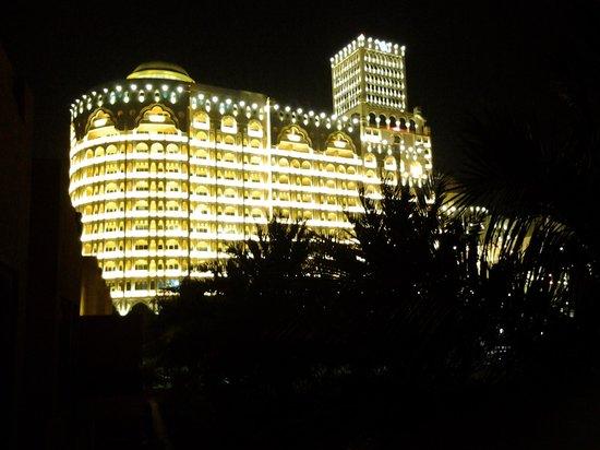 Al Hamra Residence & Village: balcony view at night