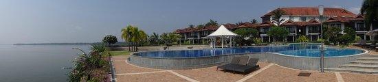 Ramada Resort Cochin: poolview