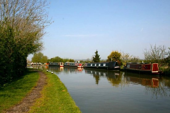 Hill Farm and Orchard Wigwams: Grand Union Canal