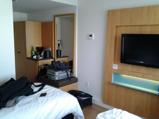 Bond Place Hotel : La chambre double avec 2 lits simples !
