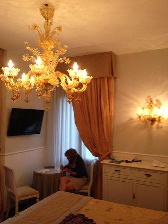 Villa Ines : Schöner Leuchter aus Murano-Glas