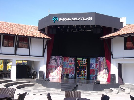 Paloma Grida Resort & Spa: The Plaza - Entertainment area