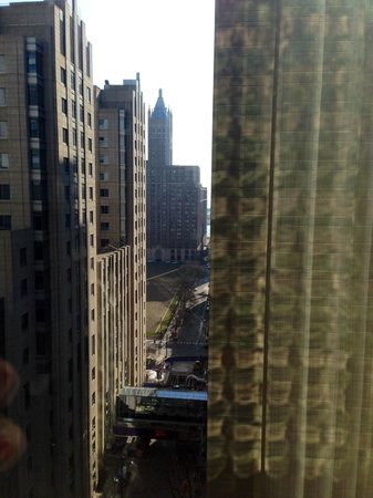 Hyatt Centric Chicago Magnificent Mile: Glimpse of the River from One Bedroom Suite