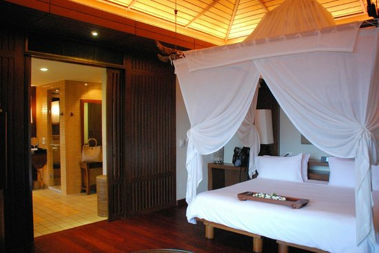 Pimalai Resort and Spa: Bedroom & Master Bath