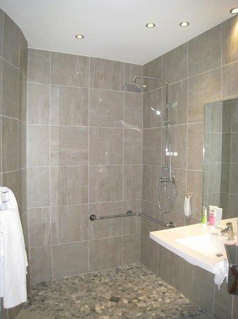 Ibis Sete Balaruc Les Bains : Salle de bain