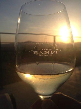 Castello Banfi - Il Borgo: sole i vino!! Bravo!