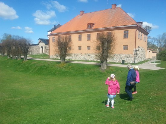 Nykoping Castle : Slottsvallarna utanför Nyköpingshus