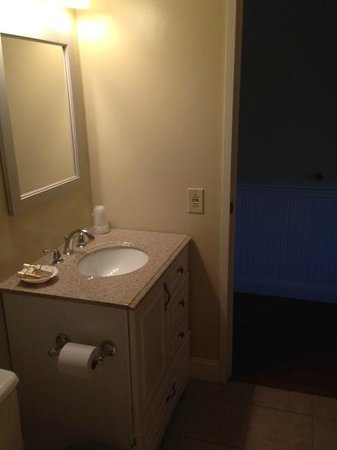 Yarmouth Resort: Guest Restrooms