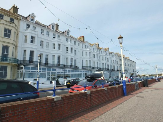 The Strand Hotel: Typical seafront hotel