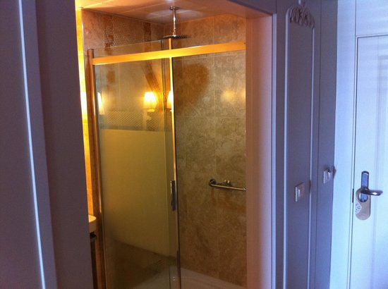 Emre Beach : Shower