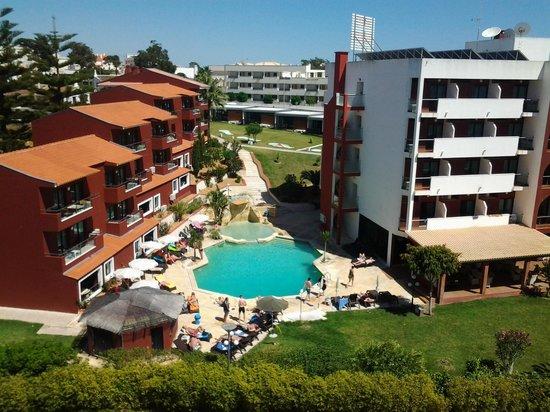 Areias Village Hotel Apartamento: hotel next door
