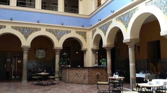 ILUNION Mérida Palace: Bar