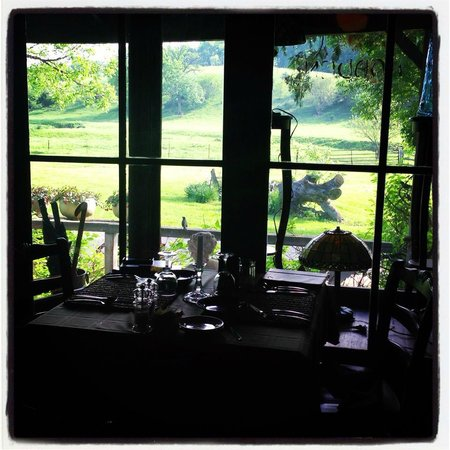The Inn at Irish Hollow: Dining Room view